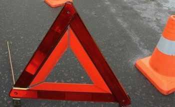 Аварийный треугольник на асфальте